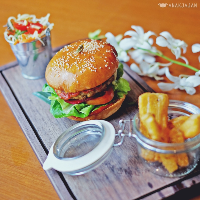 Penang Beef Burger IDR 125k