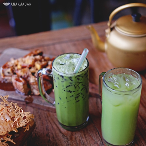 Green Tea Cin Cau IDR 31k, Eng Ing Eng (Kedondong Juice) IDR 29.5k