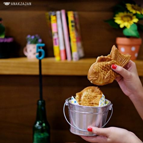 Taiyaki (Redbean/Chocolate/Cheese) IDR 35k