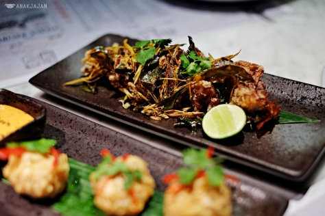 Crispy dry tom yum salt and pepper soft shell crab IDR 48k