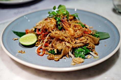 Pad kee mao spicy rice noodle with prawn bean sprouts chinese broccoli and basil IDR 60k