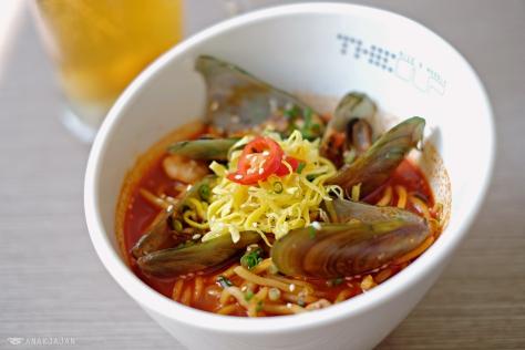 Spicy Seafood Jjampong Noodle IDR 60k (M), IDR 70k (L)