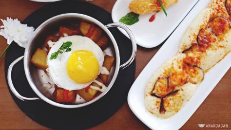 Hot Potato with Egg IDR 40k