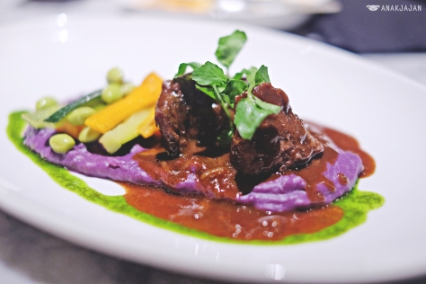 Beef Cheek Braised in Red Wine IDR 149k