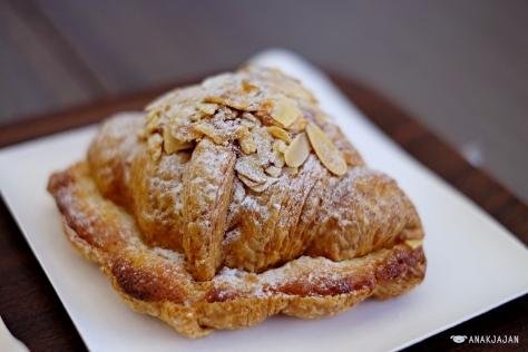 Almond Croissant 350 JPY