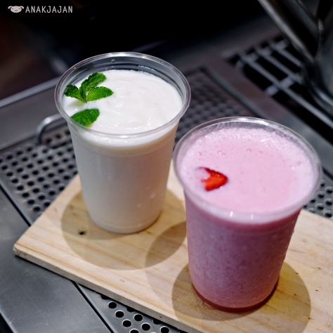 Strawberry S'cream'er IDR 26k, Soursop S'cream'er IDR 29k