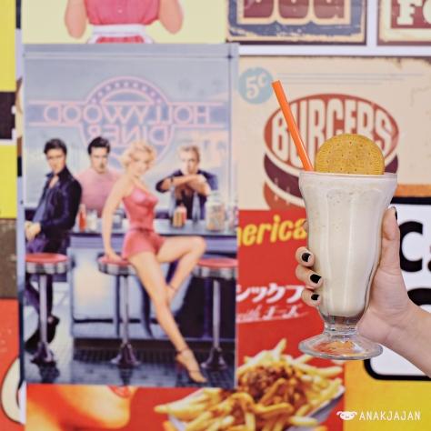 W Diner Shakes - Regal IDR 35.9k