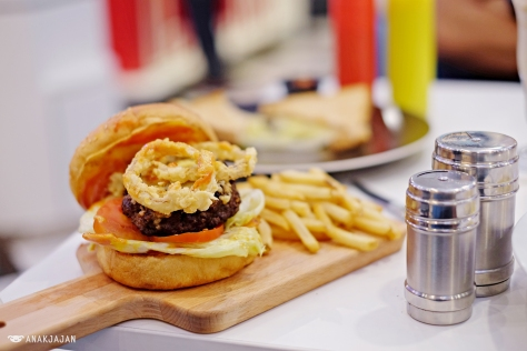 Beef Burger IDR 68.9k