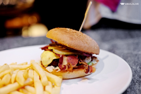 Cheese and Bacon Burger IDR 238k