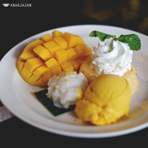 Mango Tango with Extra Sticky Rice THB 160