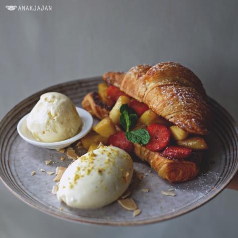 Croissant French Toast IDR 60k