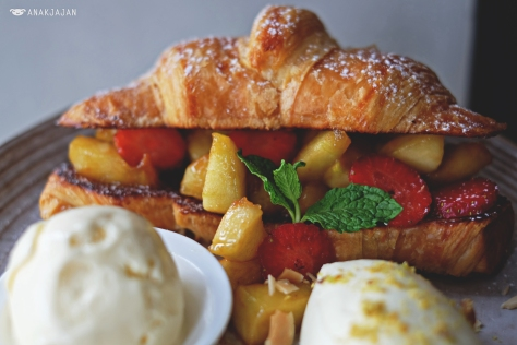 Croissant French Toast IDR 60k