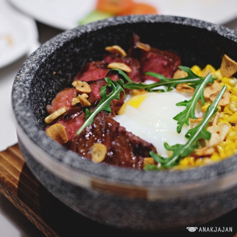 Slow Cooked 55 Degree Wagyu Bowl in hot stone IDR 195k