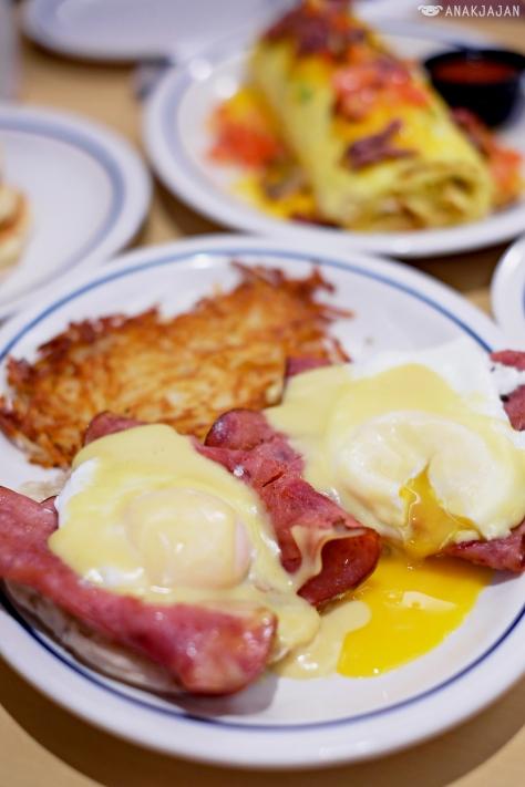 Eggs Benedict AED 49