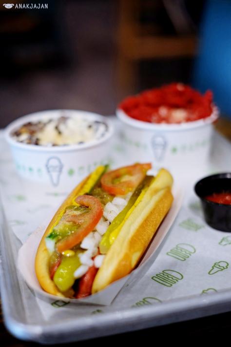 Shack-cago Hot Dog AED 25