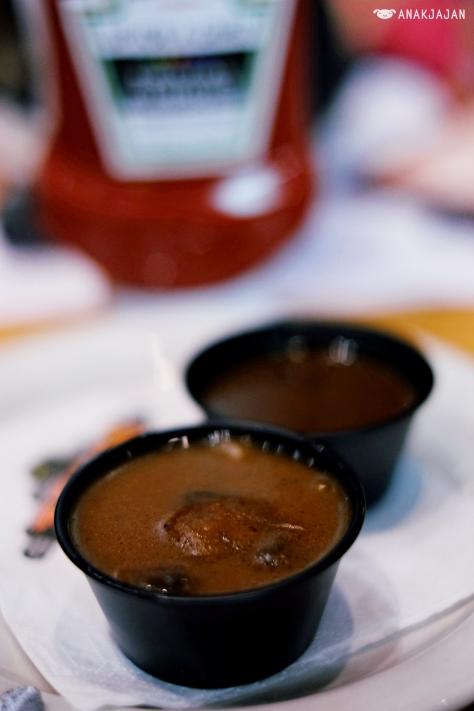 mushroom or peppercorn sauce