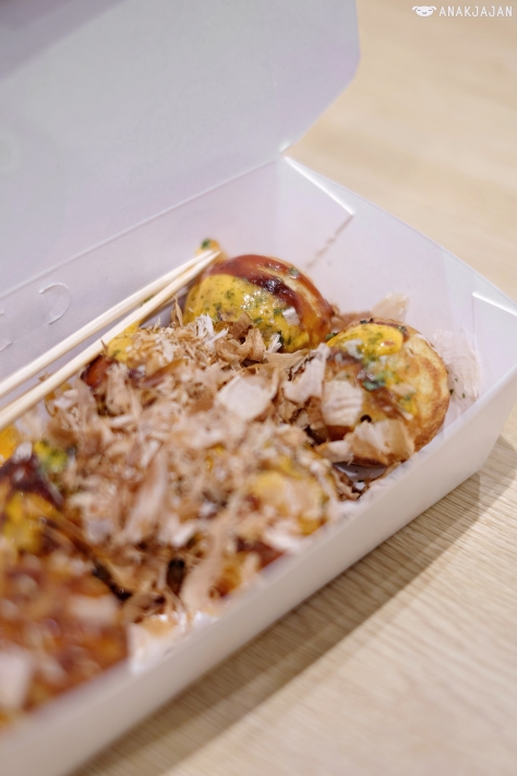 Takoyaki Japanese Sauce and Spicy Mayonnaise IDR 29k (6 pcs)