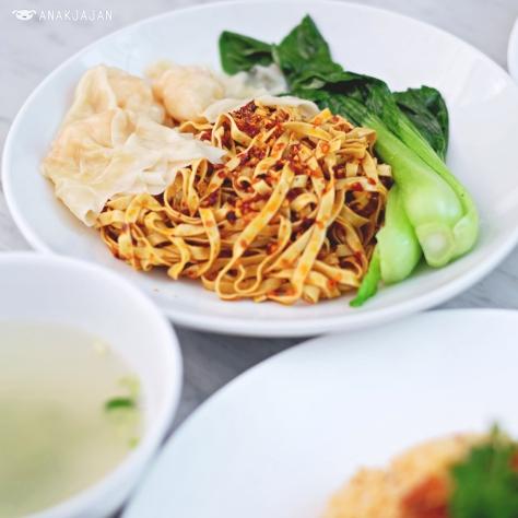 Spicy Crispy Garlic Noodles IDR 42k