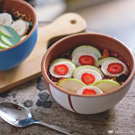 Coconut Bowl IDR 50k + Granola IDR 15k