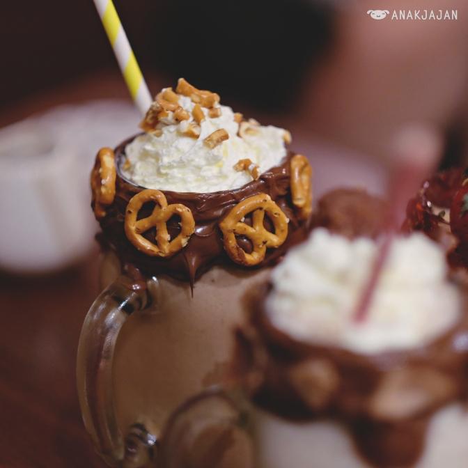 Pretzel & Salted Caramel Milkshakes IDR 50k