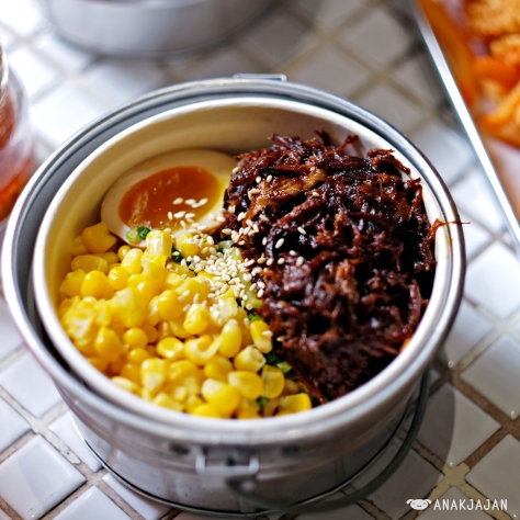 Galbi Ramyun with beef ribs + corn