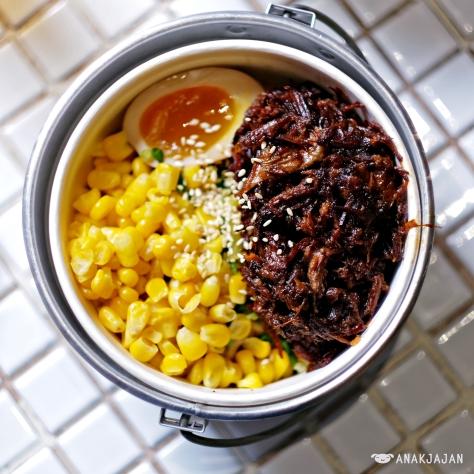 Galbi Ramyun with beef ribs + corn