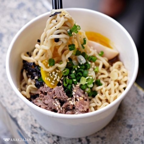 Galbi Ramyun soup with sliced beef iDR 54k (R), IDR 74k (L)