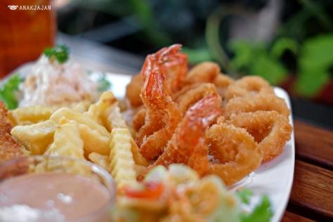 Seafood Platter (Fish, Shrimp, and Calamari) IDR 90k