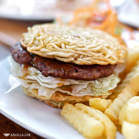 Ramen Burger with Fries IDR 38k