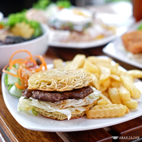 Ramen Burger with Fries IDR 38k