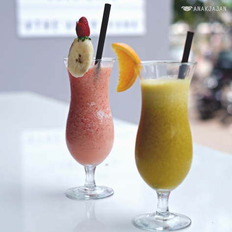 Strawberry Banana Smoothies IDR 32k // Orange Juice IDR 28k