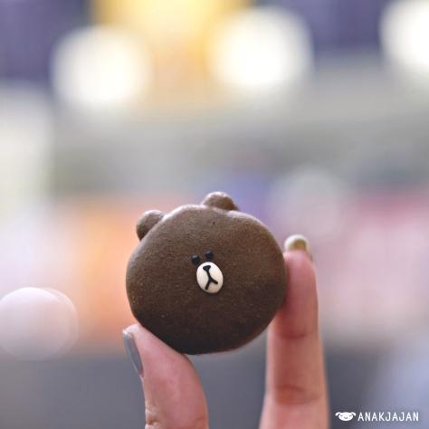 Brown Macaron KRW 3.000