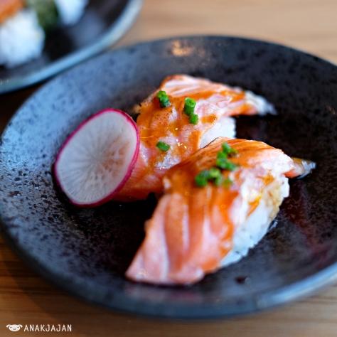 Salmon Belly Aburi Sushi IDR 27k/pc