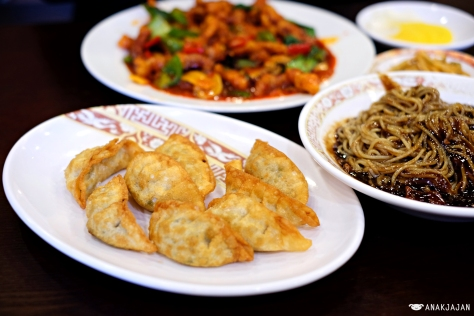 Jjangmyeon KRW 5.000, Fried Mandu KRW 5.000, Fried Pork with Hot Pepper Sauce KRW 28.000