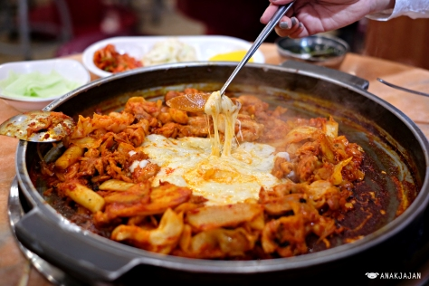 Kimchi Dakgalbi for two + 2 portions of cheese + noodle + fried rice, total KRW 27.000