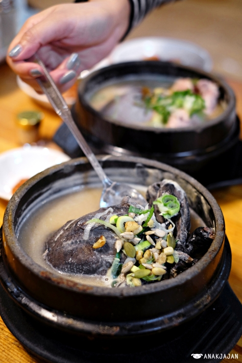 Sansam Baeyanggeun Ogolgye Samgyetang (black chicken with wild ginseng roots) KRW 21.000