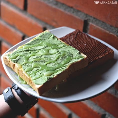 Roti Half-Half Susu Green Tea & Nutella IDR 17.5k