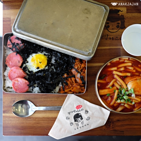 Classic Korean lunch box or Dosirak KRW 6.500 Tteokbokki KRW 6.000
