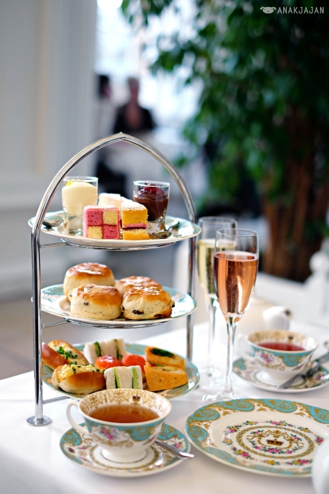 Royal Afternoon Tea set with a glass of champagne GBP 32-36/ person