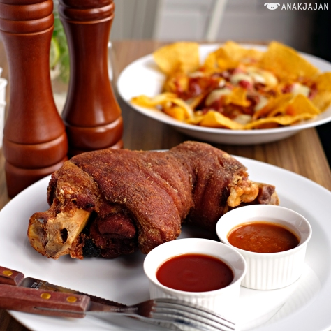 Crackling Pork Knuckle IDR 169k