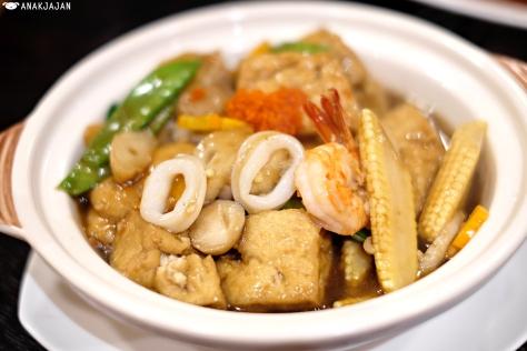Tofu Claypot Seafood IDR 89.8k