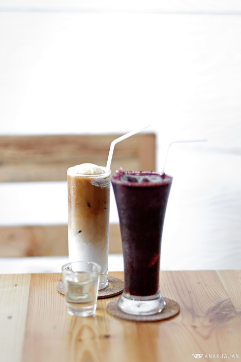 Mango Berry Cooloer IDR 38k // Ice White Coffee IDR 33k