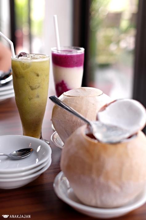 Jus Kedondong IDR 25k, Jus Buah Naga + Sirsak IDR 25k, Coconut Pudding