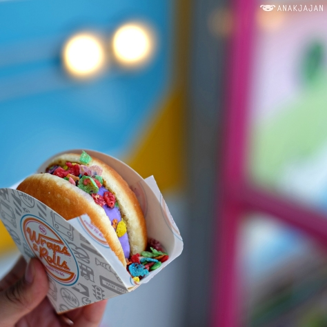 Yum Bun Cotton Candy IDR 35k with additional Rainbow Cereal IDR 19k