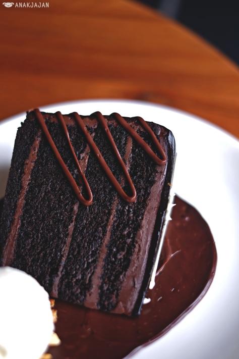 Valrhona Double Chocolate Cake IDR 55k