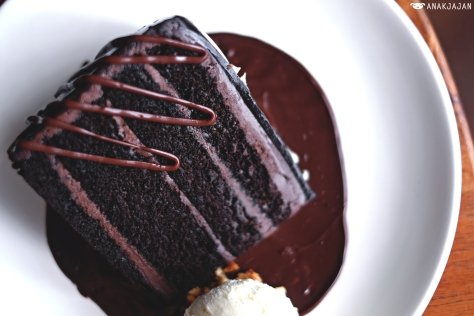 Valrhona Double Chocolate Cake IDR 55k