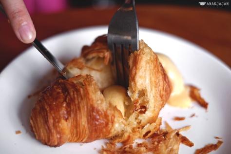 Salted Egg Yolk Croissant IDR 35k