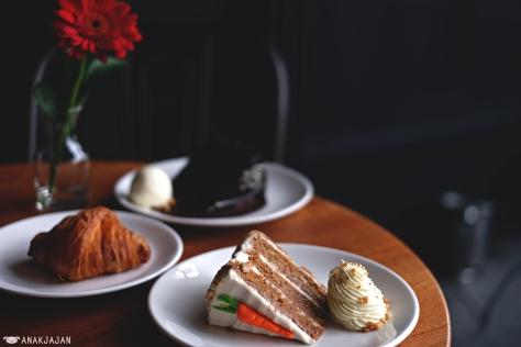Peanut Crumble Carrot Cake IDR 45k