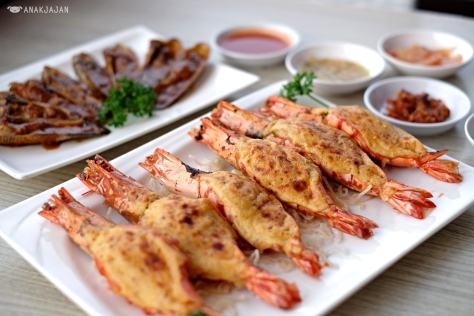 Udang Pancet Jumbo Bakar Keju ( Grilled Jumbo Tiger Prawns with Cheese)