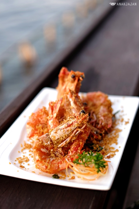 Udang Pancet Jumbo Goreng Gandum (Fried Jumbo Tiger Prawns with Oat)
